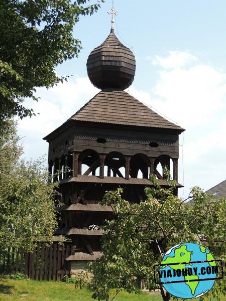 campanario-iglesia-hronsek-Viajohoy-com Iglesia de madera de Hronsek