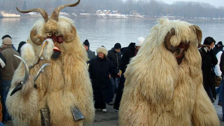 carnaval-busojaras-viajohoy2 Terror en el Carnaval en Busójárás (Hungría)