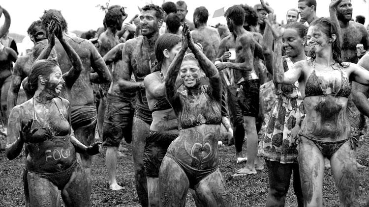 carnaval-paraty-viajo-hoy-com2 y si es el carnaval en el barro? como en Paraty (Brasil)