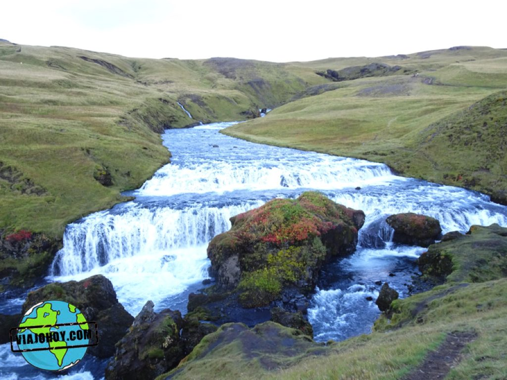 cascada-skogafoss-islandia-viajohoy3 Grandiosas cascadas en Islandia