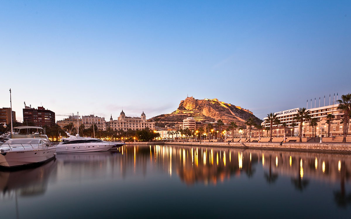 puerto-castillo-alicante Descubre lo mejor de Alicante con estas apps