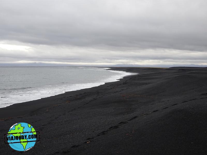 Exóticas playas de arena negra en Islandia - Viajohoy.es Exóticas playas de arena negra en Islandia