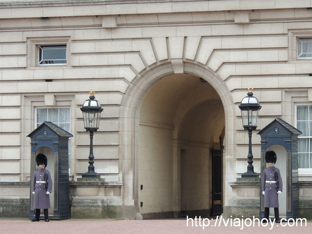 Buckingham-Palace-viajohoy-com002