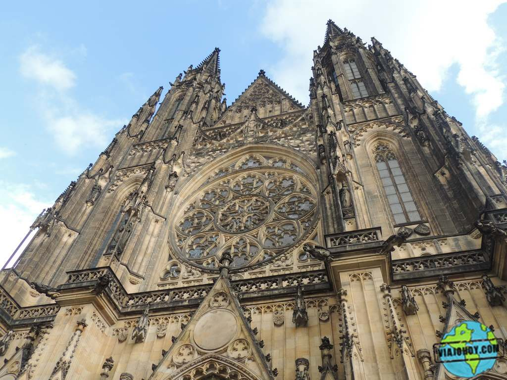 Fachada-oeste-catedral-san-vito-praga