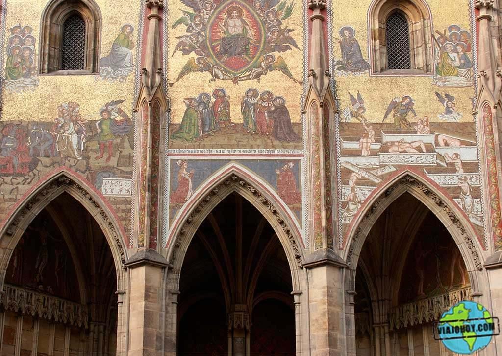 portal-dorado-catedral-san-vito-praga