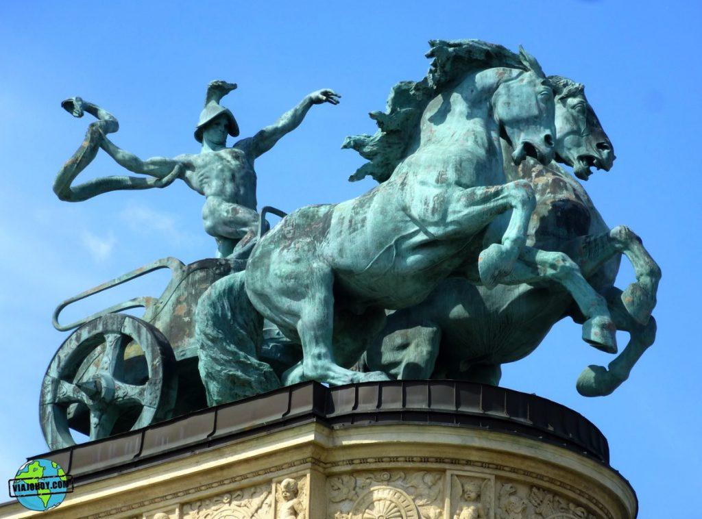 plaza-heroes-budapest-viajohoy-3