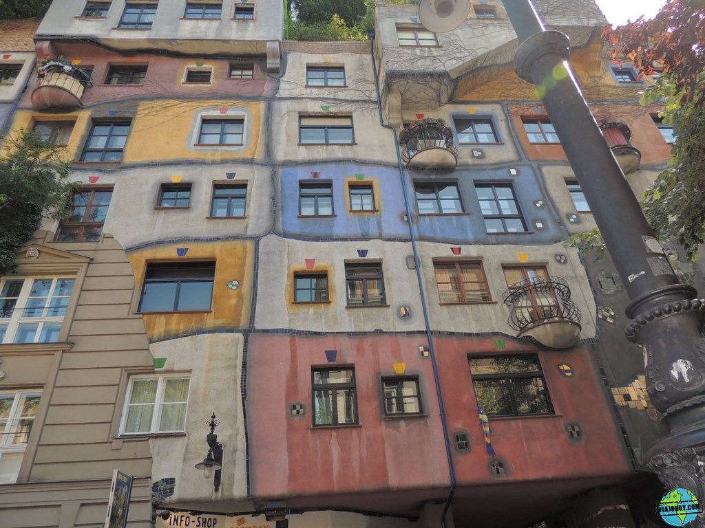 Resultado de imagen de la casa de hundertwasser  viena